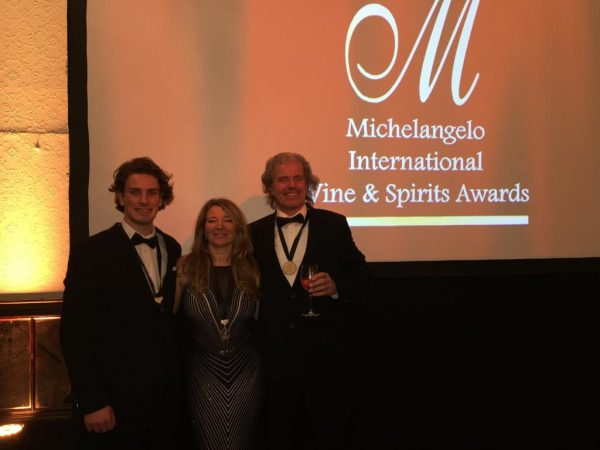Michelangelo Awards Ceremony 2019 was a great success for the Blomendahl Team! The brand new Roxi`s Botanical received the excellent Platinum Award, making it among the best gins in South Africa.